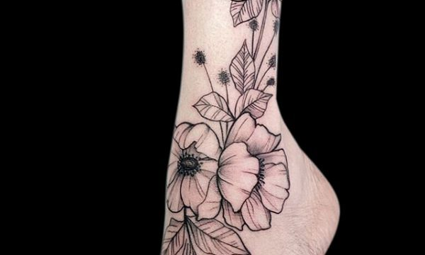 Ligera-ink-tattoo-milano-tatuaggi-milano-migliori-tatuatori-milano-tattoo-blackwork-milano-tatuaggi-blackwork-milano-tatuaggio-blackwork-milano-tatuaggio-sketch-tattoo-fiore
