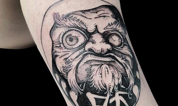 Ligera-ink-tattoo-milano-tatuaggi-milano-migliori-tatuatori-milano-tattoo-blackwork-milano-tatuaggi-blackwork-milano-tatuaggio-daruma