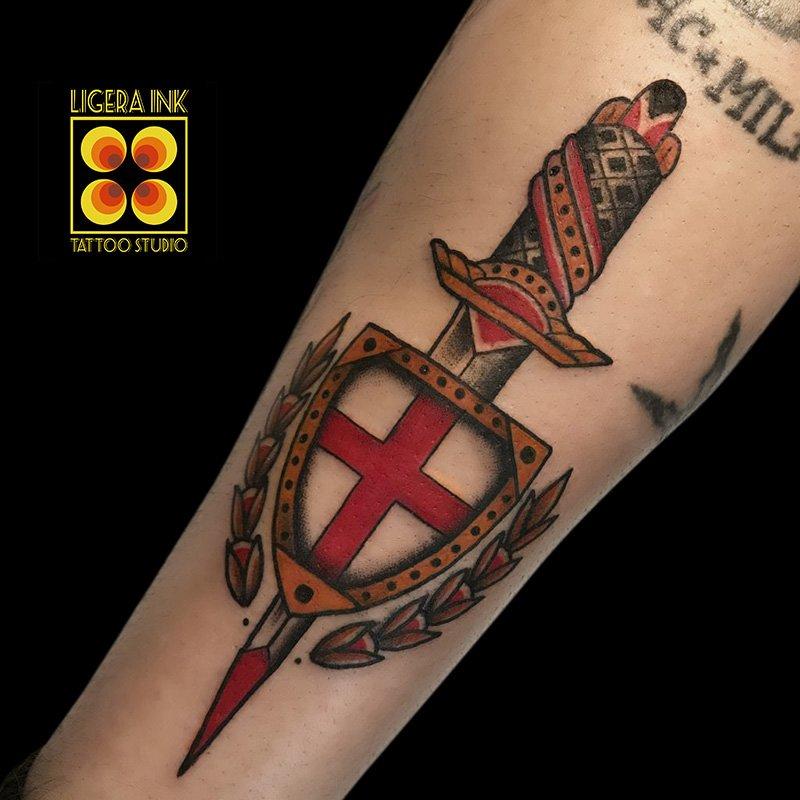 Ligera-ink-tattoo-milano-tatuaggi-milano-migliori-tatuatori-milano-tatuaggio-tradizionale-milano-tattoo-tradizionale-milano-tatuaggio-pugnale-tattoo-pugnale