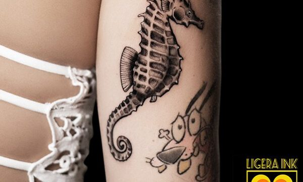 Ligera-Ink-Tattoo-Milano-Tatuaggi-milano-tatuatori-milano-tatuaggio-blackwork-milano-tattoo-blackwork-milano-cavalluccio-marino