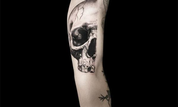 Ligera-ink-tattoo-milano-tatuaggi-milano-migliori-tatuatori-milano-tattoo-blackwork-milano-tatuaggi-blackwork-milano-tatuaggio-poseidone-blackwork-milano-tatuaggio-mezzoteschio-blackwork