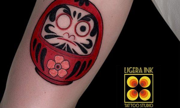 Ligera-ink-tattoo-milano-tatuaggi-milano-migliori-tatuatori-milano-miglior-tatuatore-milano-tatuaggi-giapponesi-milano-tattoo-giapponesi-milano-tatuaggio-daruma-rosso